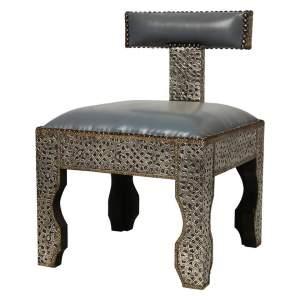 Марокканские пуфы, резные стулья